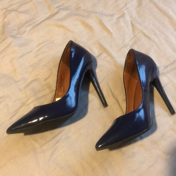 Missoni • Navy patent leather pumps